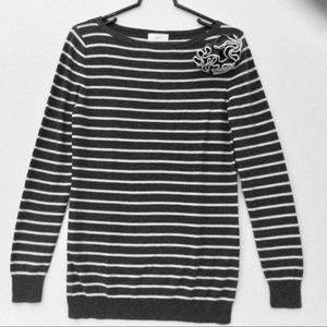Ann Taylor Loft gray white sweater Size: M